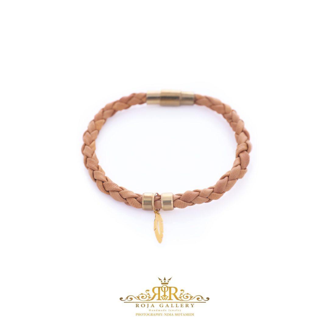 دستبند چرم و طلا طرح پر - کد V103